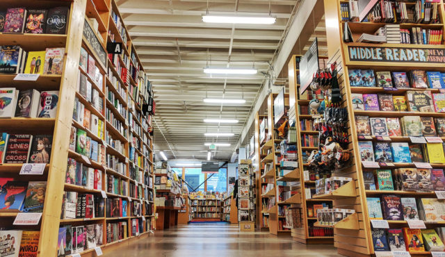 powells-books-shelves