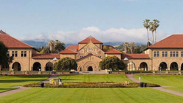 Stanford_Oval_May_2011_panorama-640x400